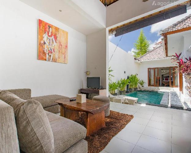 Holiday retreat with many amenities in a central location off Sunset Road in Seminyak