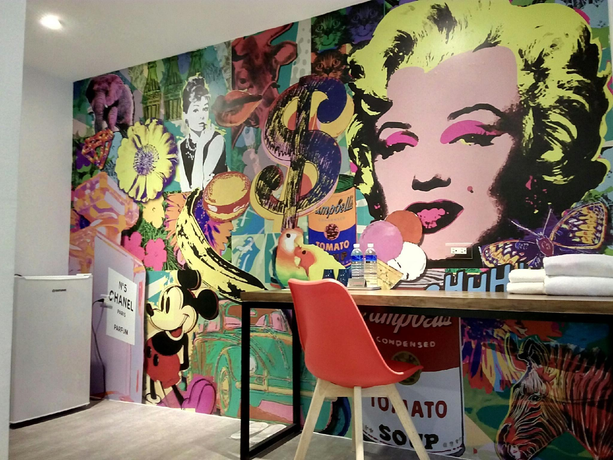 Art House Double Room Pop Art
