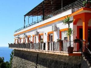 Om Le Terrazze Studio Apartments (Le Terrazze Residence Ustica)