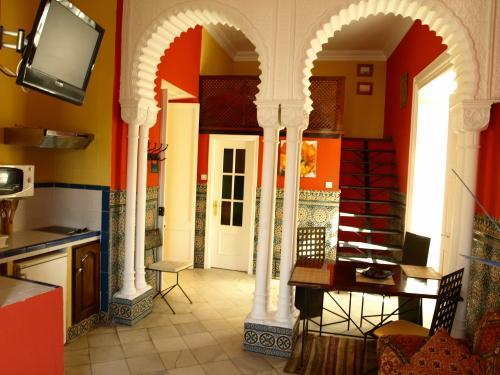 La Casa Amarilla Rooms And Suites