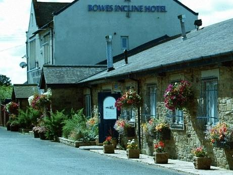 Bowes Incline Hotel