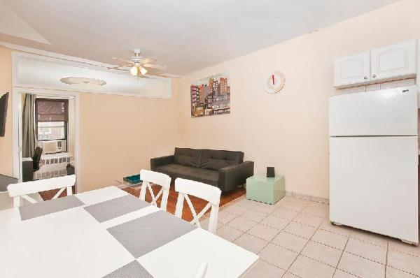 Beautiful 2 BR with Living room UES 81#5C New York