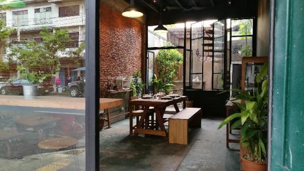 Boon Chan Ngarm House Phrasumen Road Bangkok