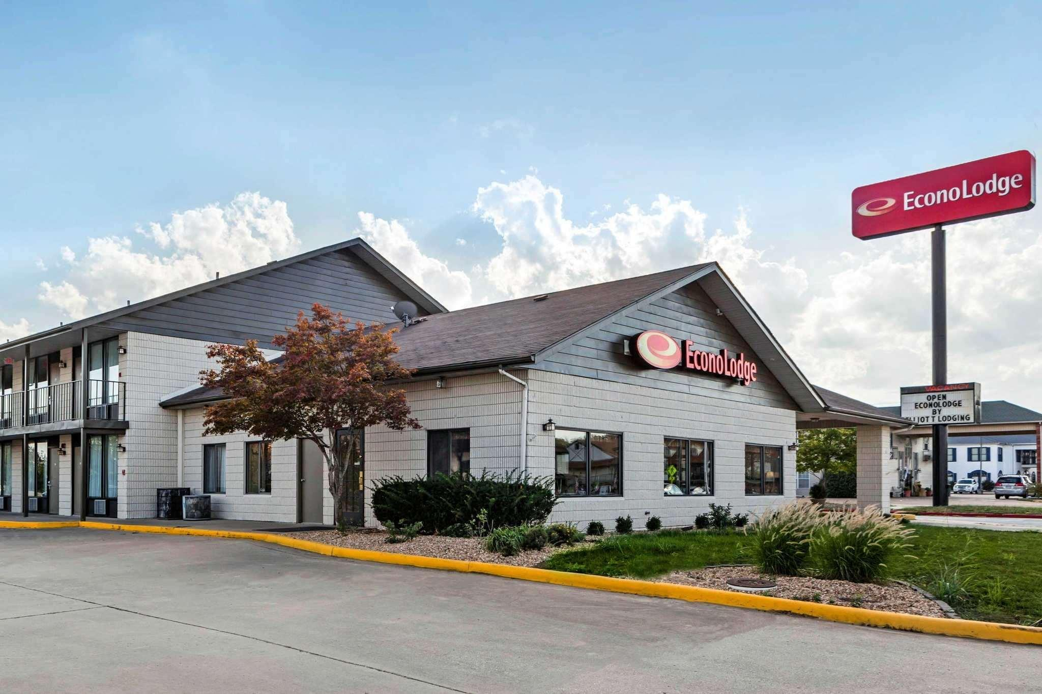 Econo Lodge Inn And Suites Near Shepard Of The Hills Expy