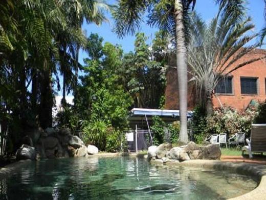 Reef Backpackers Hotel