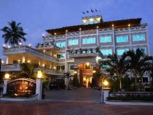 โรงแรมไวท์บีช (White Beach Hotel)
