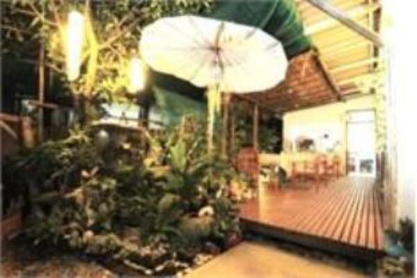 Nana Charoenmuang Hotel Phrae