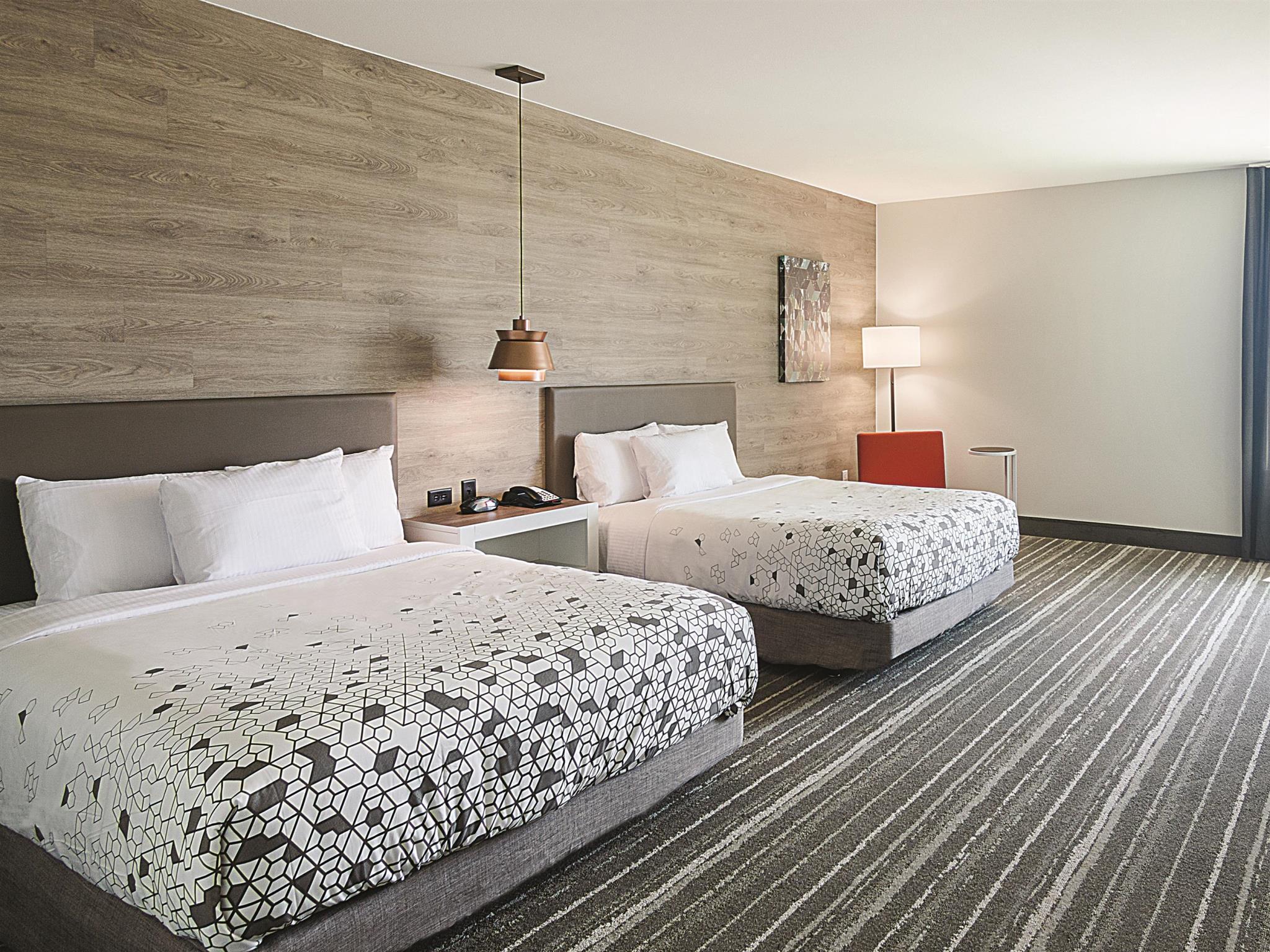 La Quinta Inn And Suites By Wyndham Plano Legacy Frisco