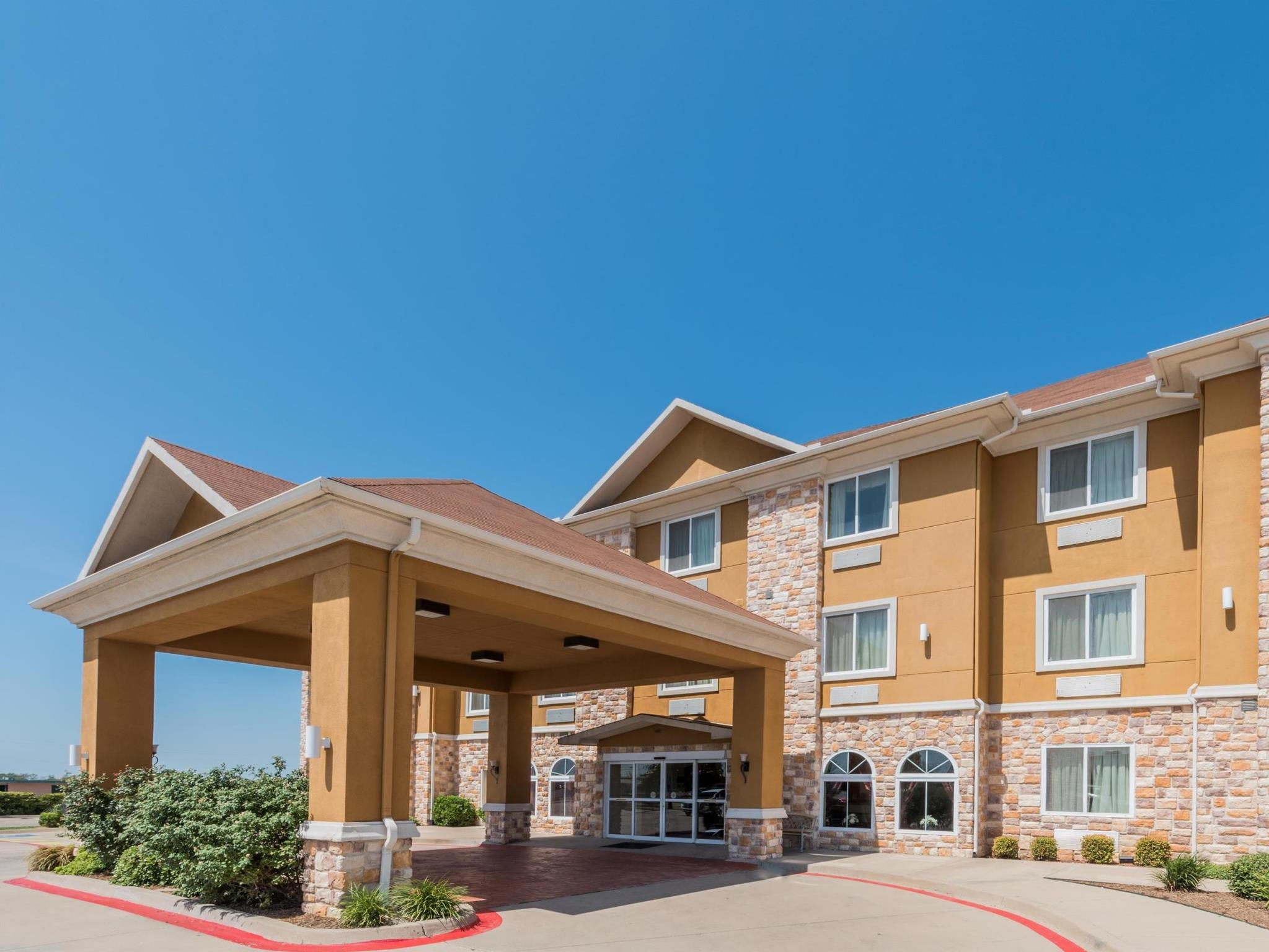 Days Inn And Suites By Wyndham Cleburne TX