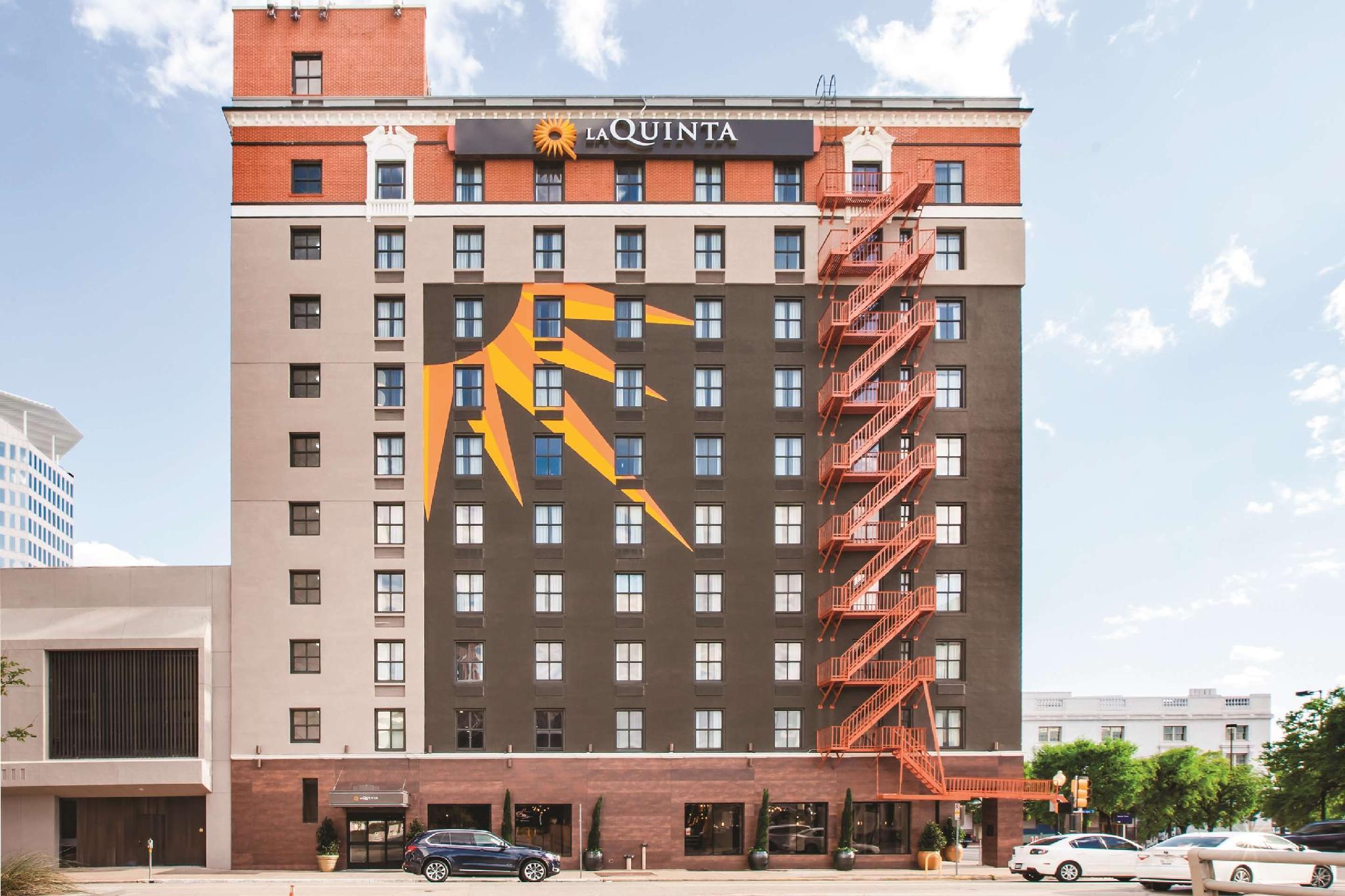 La Quinta Inn And Suites By Wyndham Dallas Downtown