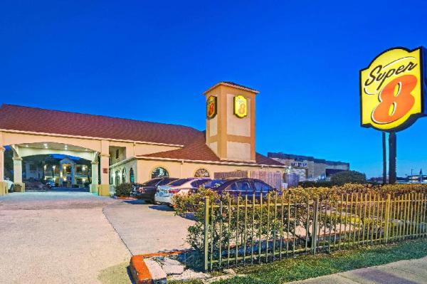 Super 8 by Wyndham Houston Hobby Airport South Houston