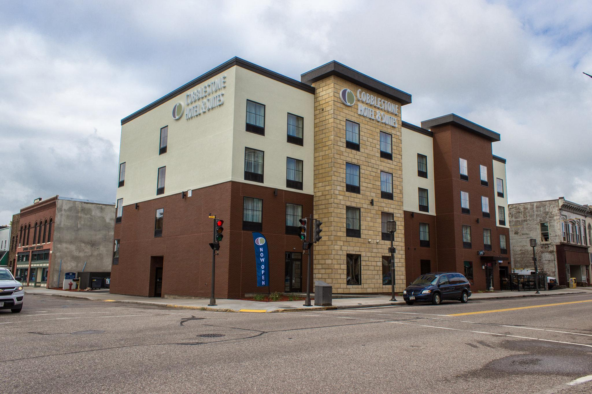 Cobblestone Hotel and Suites - Newton