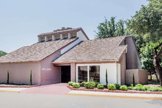Hawthorn Suites by Wyndham Dallas Love Field Airport