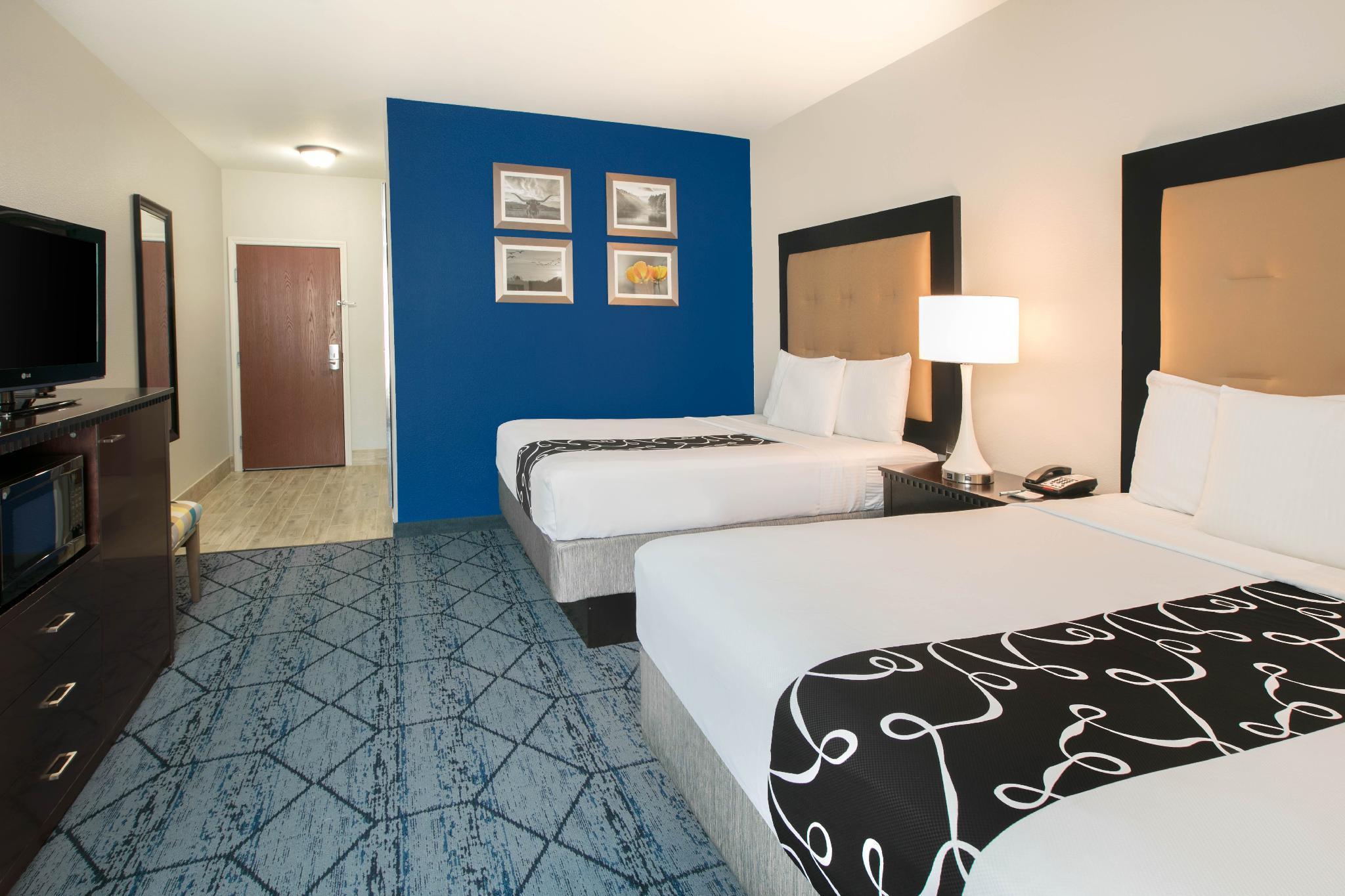 La Quinta Inn & Suites by Wyndham Denton - University Drive