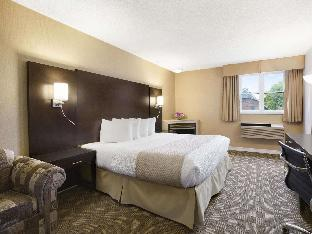 Фото отеля Days Inn & Suites by Wyndham North Bay