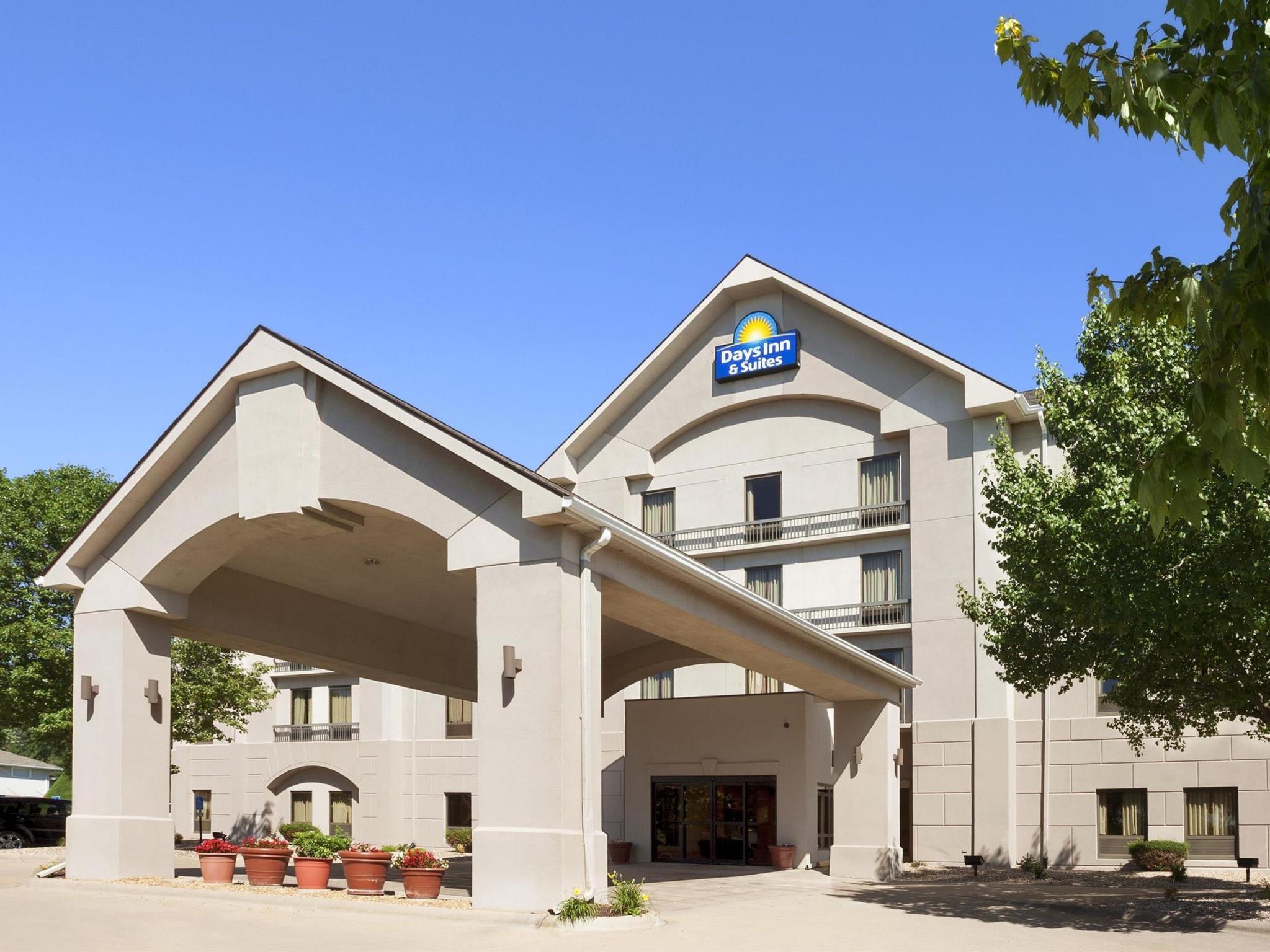 Days Inn And Suites By Wyndham Cedar Rapids