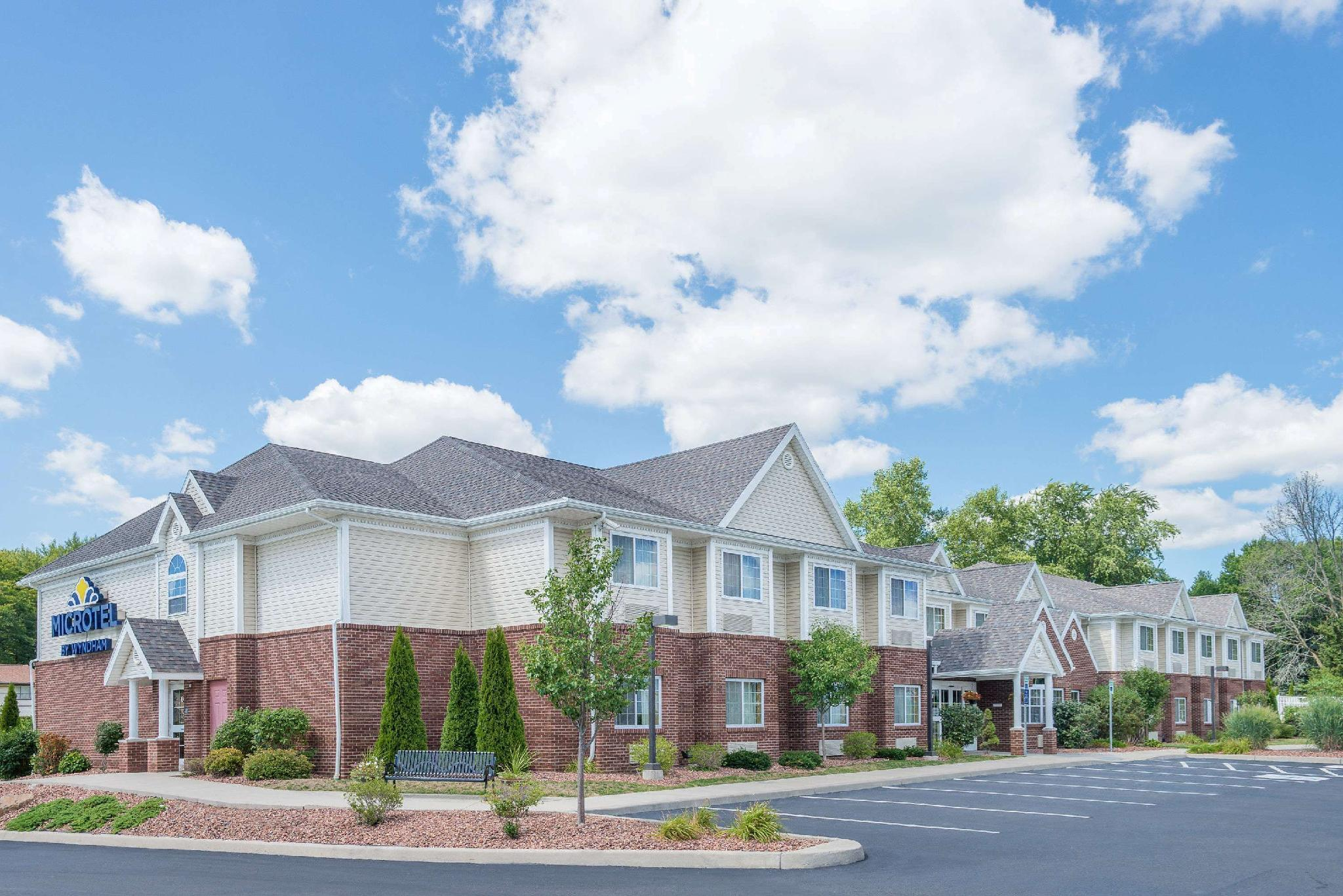 Microtel Inn And Suites By Wyndham Chili Rochester Airport