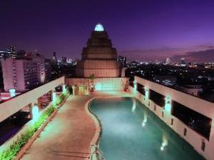 โรงแรมกานมณี พาเลส (Karnmanee Palace Hotel)