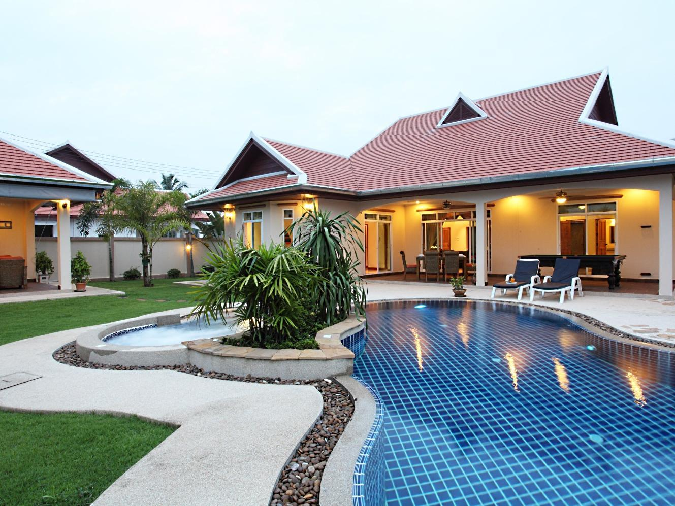 Hotel Murah di Nong Pla Lai Pattaya - The Chase & Foxlea Executive Pool Villas
