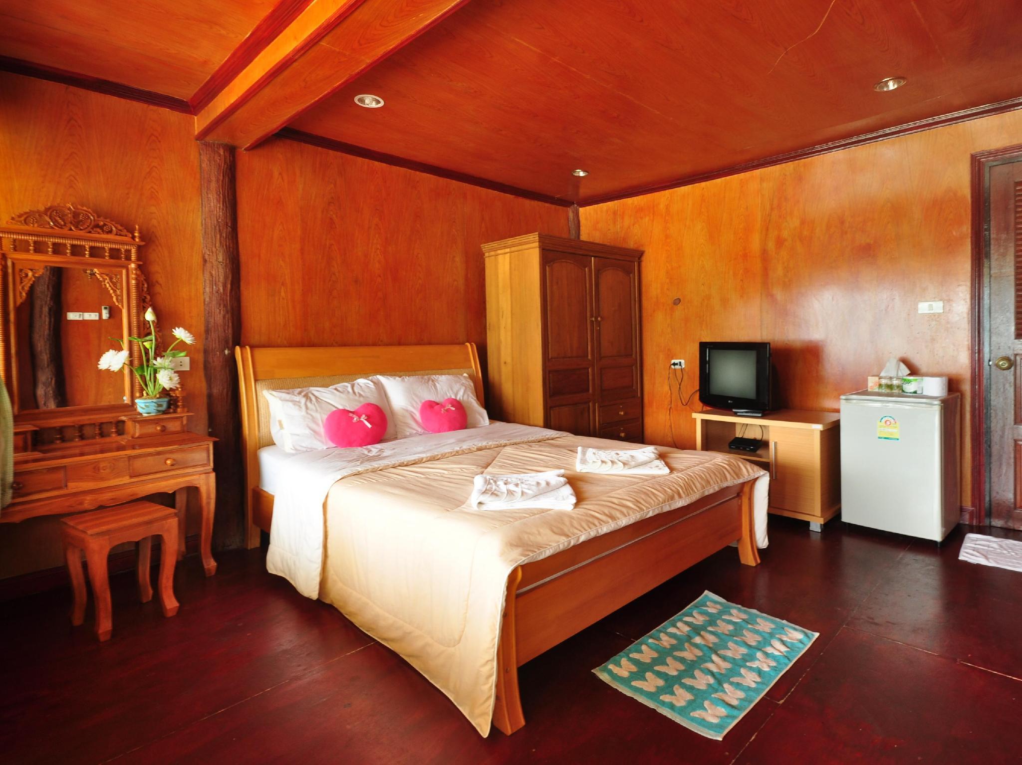 phi phi popular beach resort