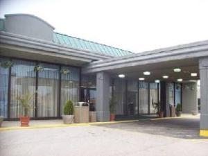 Econo Lodge Inn & Suites Melrose Park
