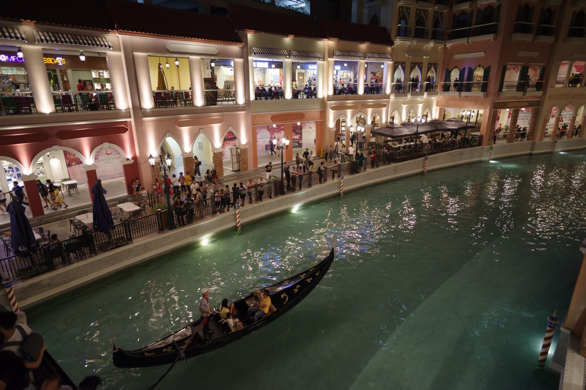 Luxe In Venice 15 Titanium