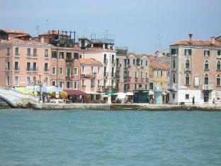 威尼斯百分之百客房&公寓