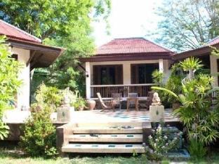 ザ エメラルド バンガロー リゾート The Emerald Bungalow Resort