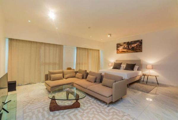 Driven Holiday Homes Modern Studio Central Park Dubai