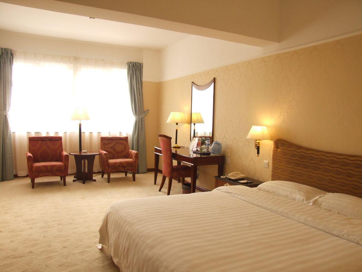 Reviews Qingdao Eastern Light International Hotel