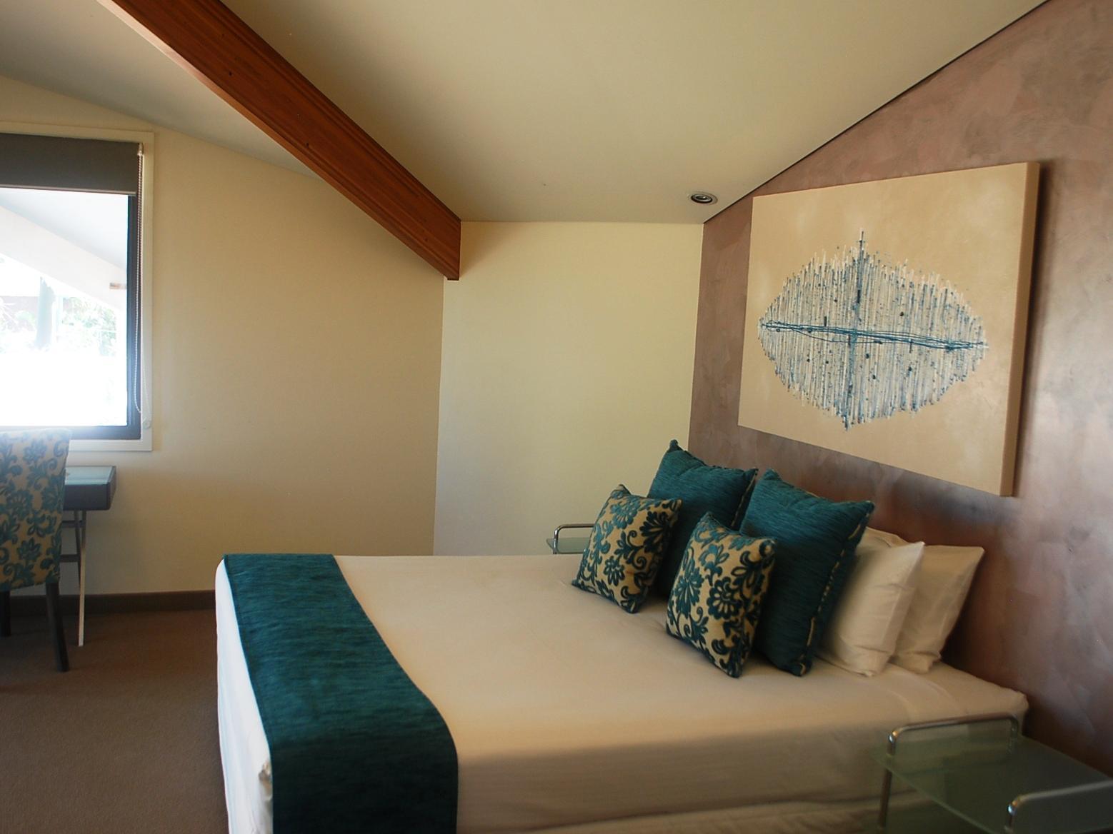 Waves Hotel Byron Bay