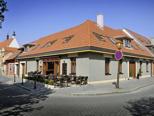 Pension And Restaurant Patriot Trnava