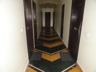 Hotel Revels Plum