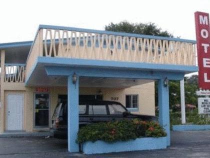 Three Oaks Motel   Titusville
