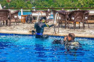 picture 3 of Edgewater Dive & Spa Resort