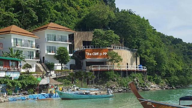 เดอะ คลิฟ แอท พีพี – The Cliff at PP