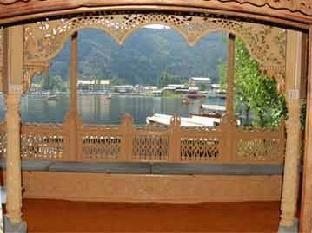 Dandoo Lake Resort