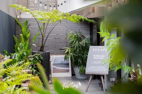 Somewhere to Escape - Hometel Bangkok