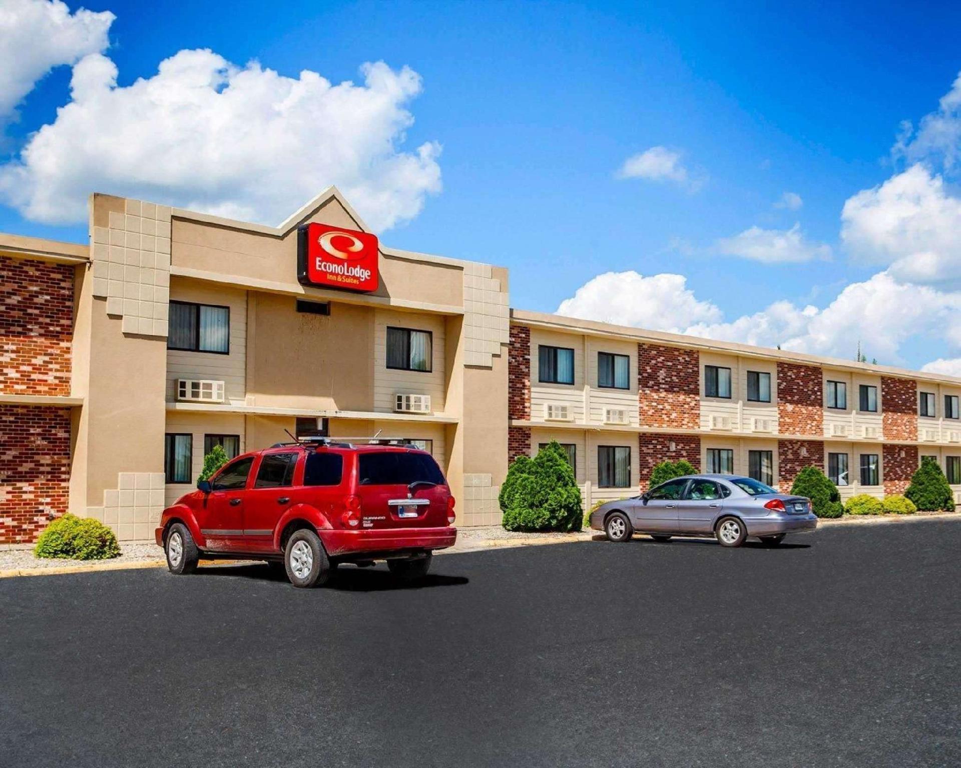Econo Lodge Inn and Suites Newton