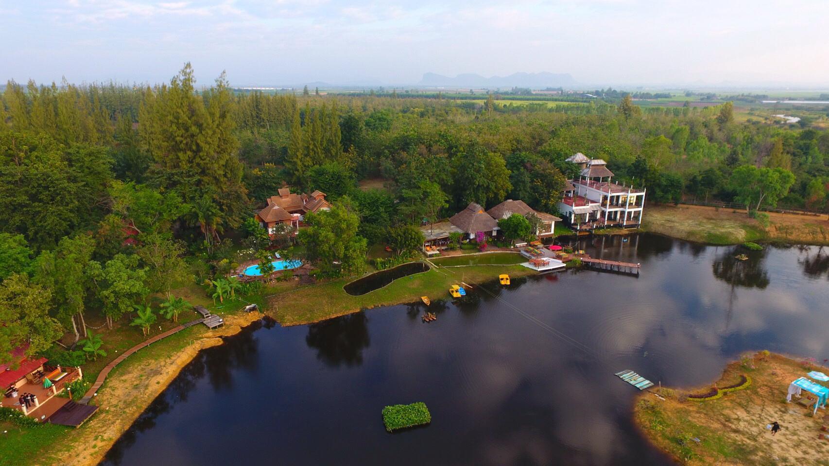 Golden Lake View Resort โกลเด้นเลควิว รีสอร์ต