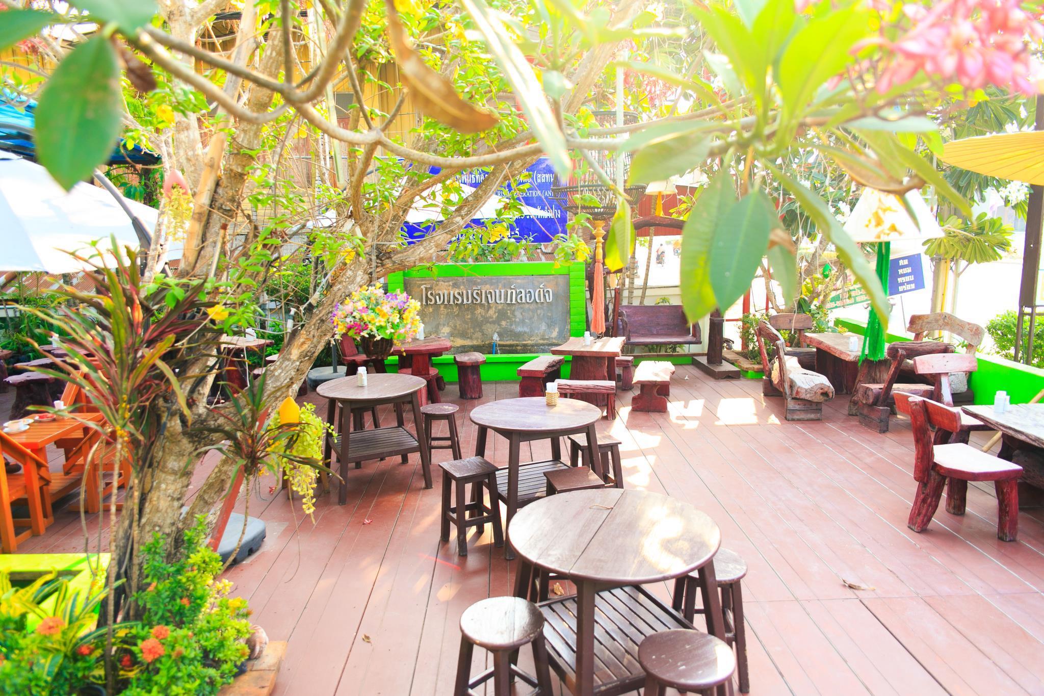 Review Regent Lodge Lampang