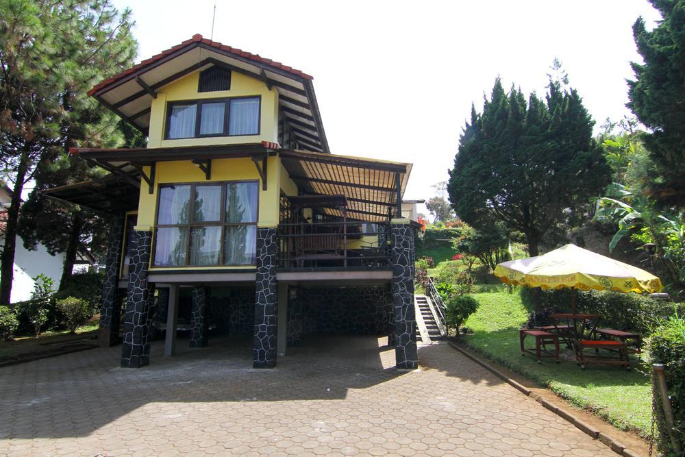 Villa Risma Istana Bunga 4 Bedrooms