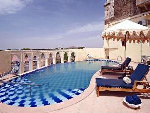 ฟอร์ท บาร์ลิ โฮเต็ล (Fort Barli Hotel)