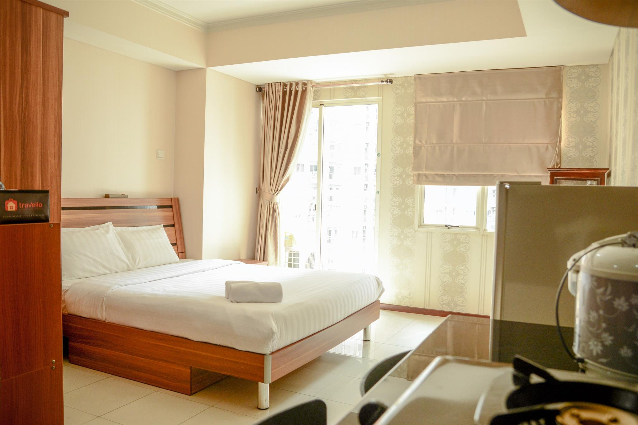 Studio Room Royal Mediterania Apartment Travelio