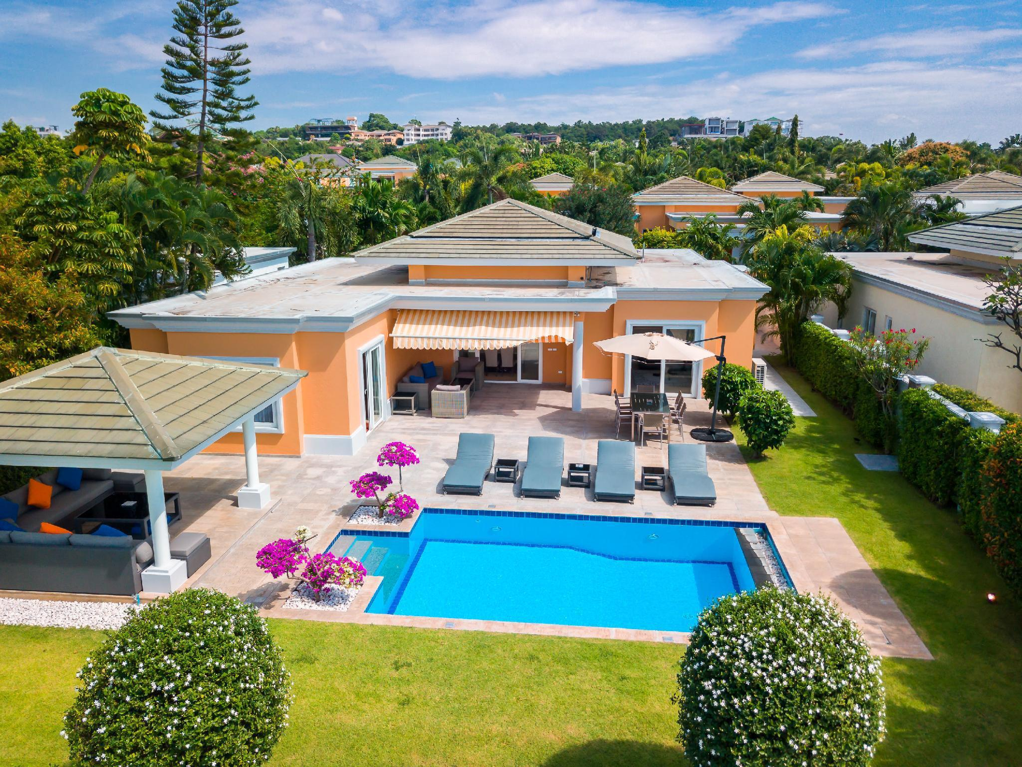 Luxury Pool Villa 604 / 4 BR 8-10 Persons Luxury Pool Villa 604 / 4 BR 8-10 Persons
