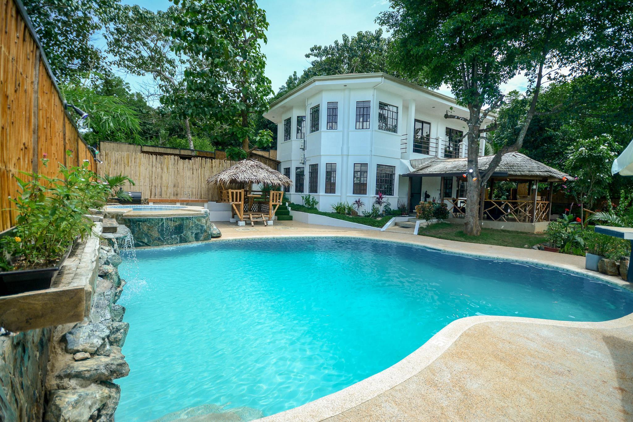 Hilltop Pool And Villa