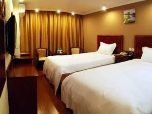 Price Green Tree Inn Xuzhou North Minzhu Road Express