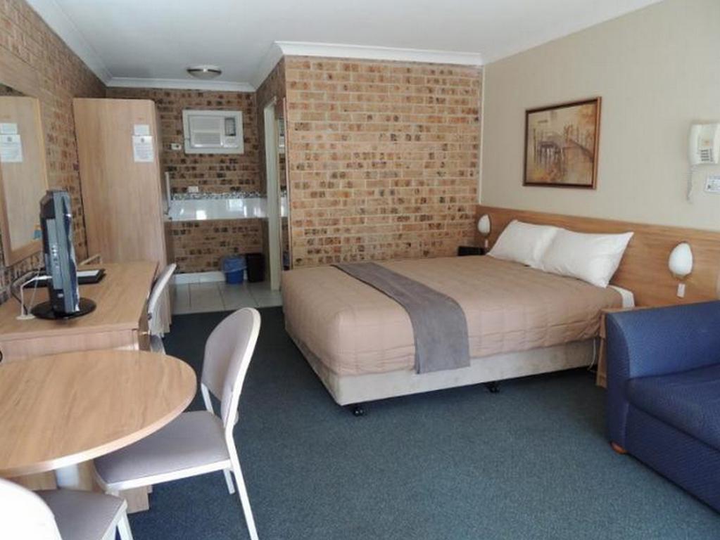 Forest Lodge Motor Inn And Restaurant