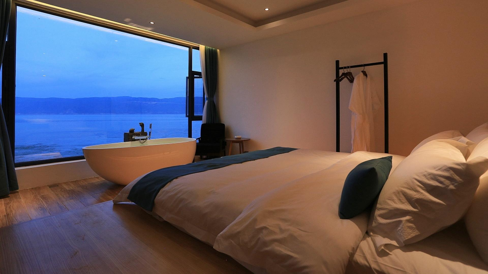 WHOOSY Classic Double Room With Erhai Lake View
