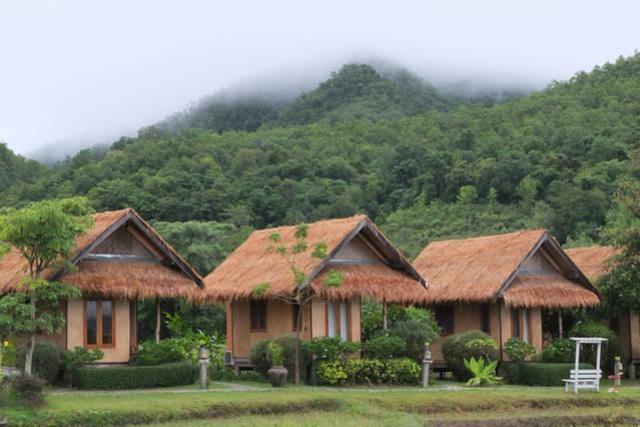 บ้านปายกลางนา – Pai Klang Na Cottage
